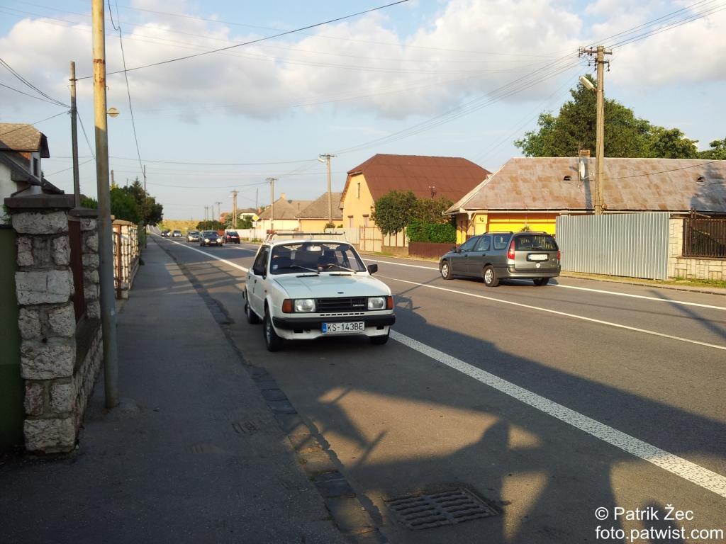 biela-skoda-125-na-cestach-auto-30-06-2013